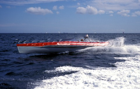 Radical technology design of the Fuji wave piercing powerboat