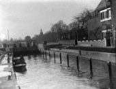 Boat tests on The Thames at Sunbury Lock, UK in the 1930s