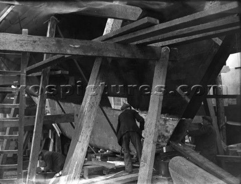 Finishing a keel at the Camper  Nicholsons yard in Gosport in 1939